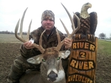 River To River Outfitters, Whitetail Deer Hunting Illinois.