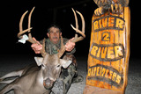 River To River Outfitters, Trophy Deer Hunting Illinois.